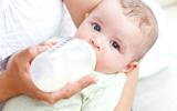Het combineren van borstvoeding en flesvoeding