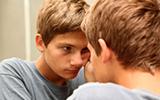 De verzorging van jeugdpuistjes en acne