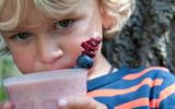 Met een kind op reis: veilig eten en drinken